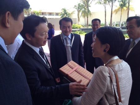 Đoàn Việt Nam chào xã giao Chủ tịch kiêm Tổng Giám đốc điều hành Quỹ Môi trường Toàn cầu Naoko Ishi tại Khóa họp lần thứ 5 Đại hội đồng Quỹ Môi trường toàn cầu